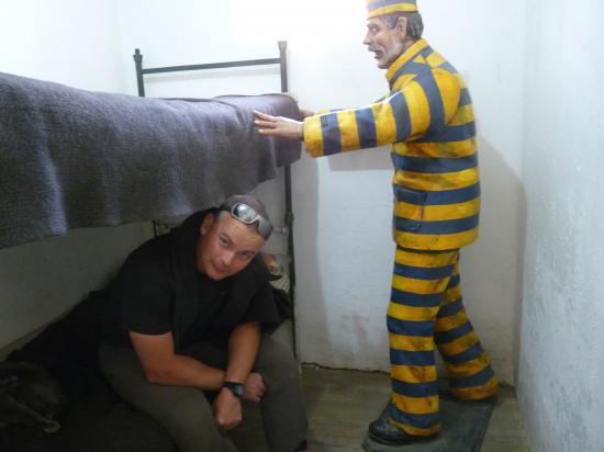 thierry dans sa cellule