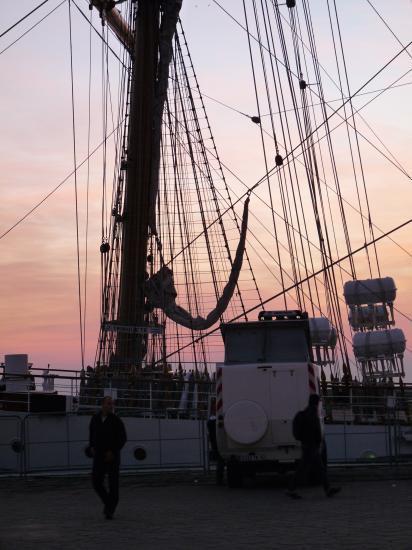 voilier à quai, notre 1er bivouac