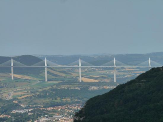 le viaduc de Millau depuis le Boffi